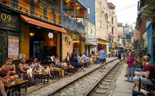 Bị xóa sổ, phố đường tàu Hà Nội vẫn xuất hiện trong top điểm đến nên tránh năm 2020...?