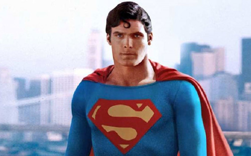 Áo choàng siêu nhân đạt giá gần 120.000 USD