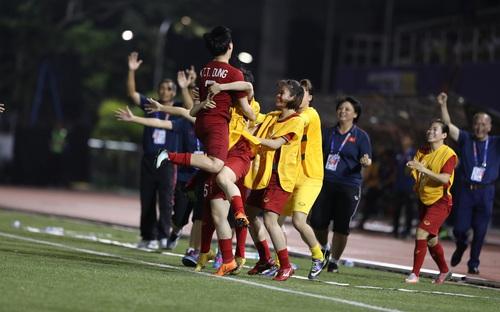 Bòng đá nữ SEA Games 30: Thắng Philippines 2-0, Việt Nam vào chung kết gặp Thái Lan