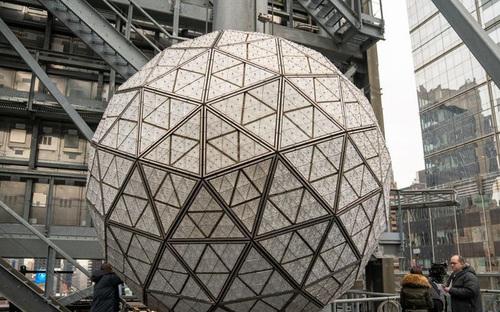 Thả quả cầu pha lê: Truyền thống đón năm mới nổi tiếng của Mỹ