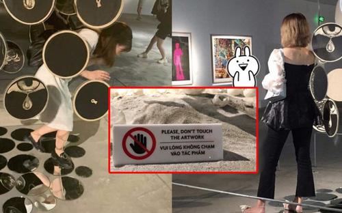 Người trẻ xem triển lãm: Thưởng thức nghệ thuật hay check-in sống ảo