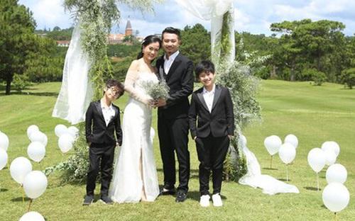 Đám cưới Thiếc trọn 10 năm, Lâm Vỹ Dạ - Hứa Minh Đạt hạnh phúc bên 2 nhóc tì