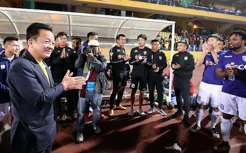 Hà Nội và bầu Hiển hưởng lợi nếu V League 2020 bị hủy