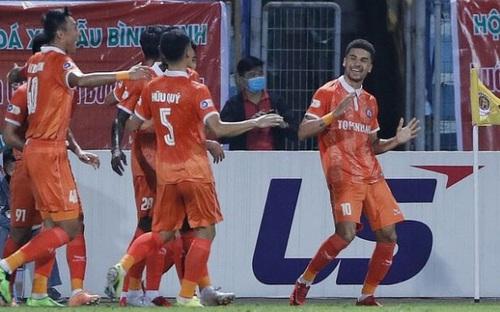 Highlights Hà Nội 0-1 Bình Định: Đội bóng Thủ đô thi đấu bế tắc